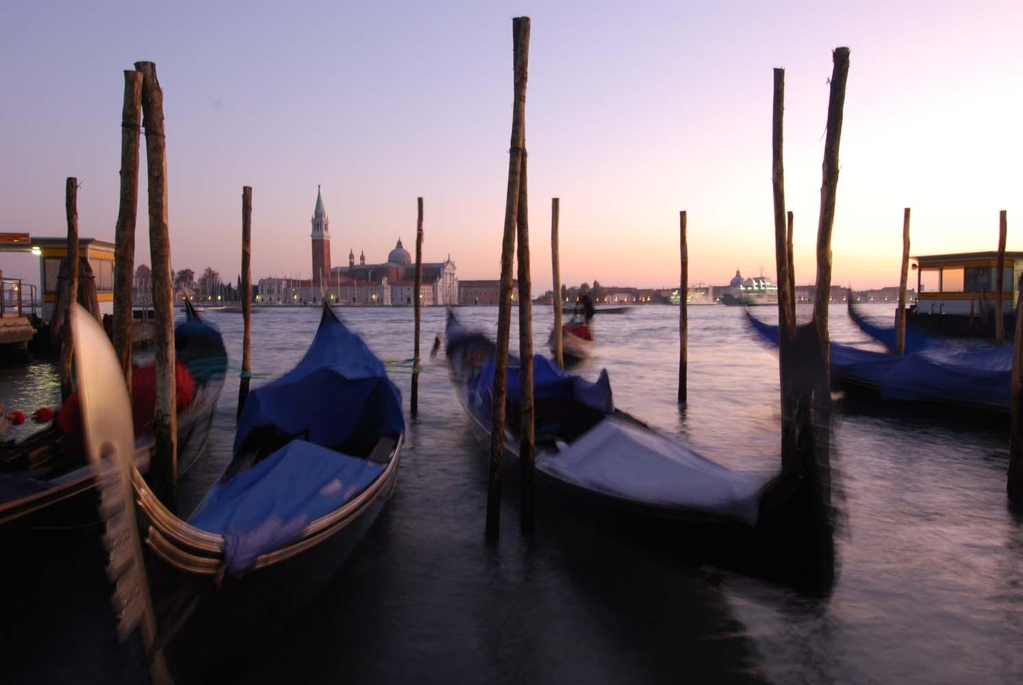 FIVS Top to Toe of Italy dusk gondolas