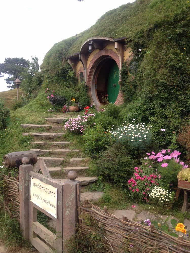 LNZ Discover New Zealand BagEnd Hobbiton