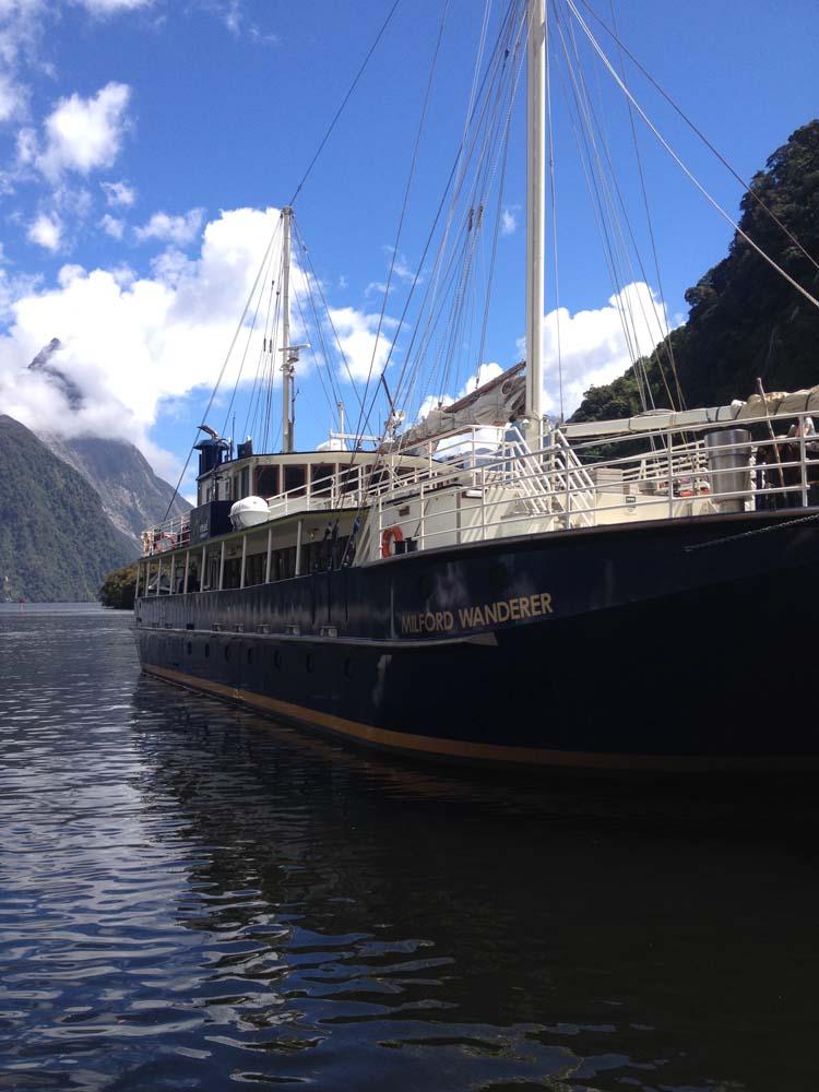 SLNZ Breathtaking New Zealand Cruiseon Milford Sound